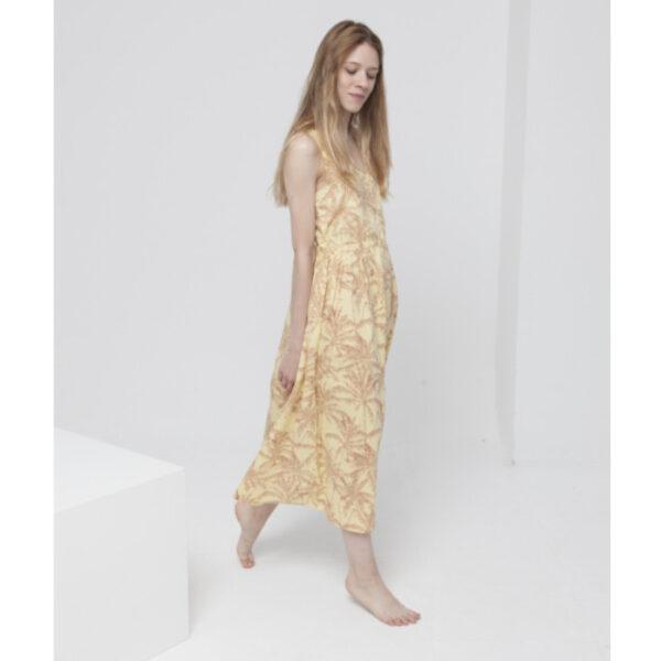 Dieses strahlend gelbe Kleid mit Palmen-Print und tiefem V-Ausschnitt ist genau das Richtige für heiße Sommertage