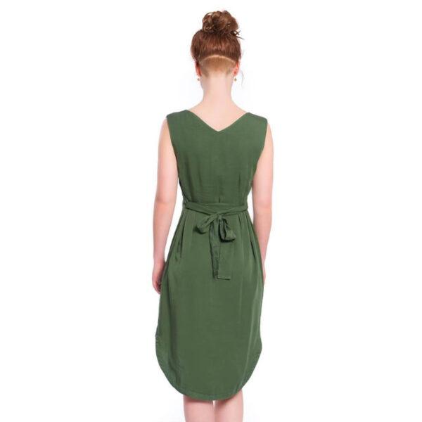 Sattes Dunkelgrün und ein Stoff wie Seide umschmeicheln deine Figur in diesem Kleid perfekt