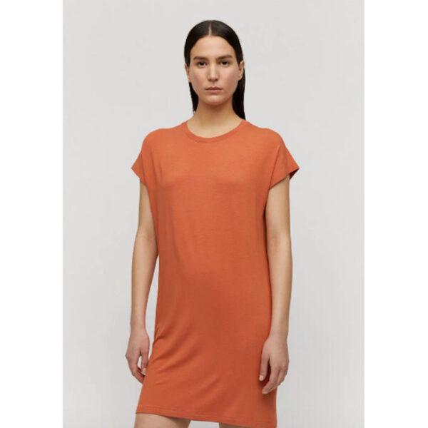 Leichtes Sommerkleid im T-Shirt Style. Das leichte Viskose- Material schmiegt sich dem Körper an und wirkt lässig. Ideal auf farbige Leggins zu kombinieren.