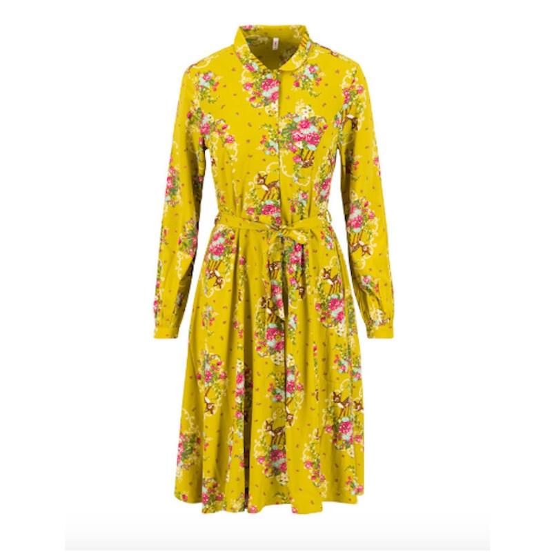 Leicht, luftig fallendes Kleid, dank seines seidig-fühlendes Viskose Material. Die durchgehende Knopfleiste in der vorderen Mitte lässt das Kleid schließen und rundet den Stil des Kragenkleides ab.