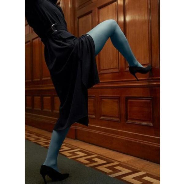 Super bequeme Feinstrumpfhose in 2 Farben, klassisches schwarz und staubblau.