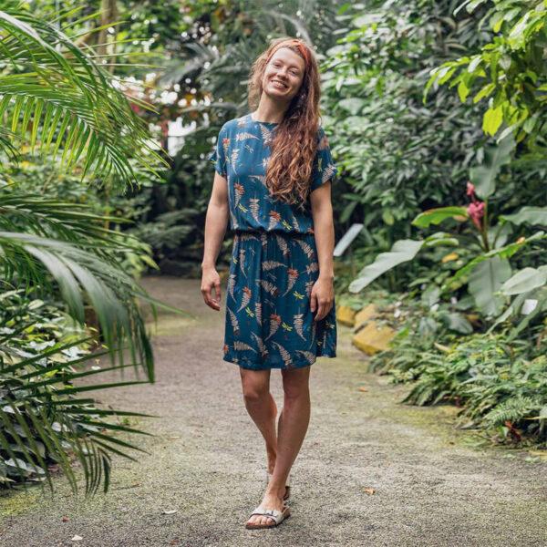 Ein wunderbar fließendes Sommerkleid in strahlenden Farben aus zartem Viskose (ECOVERO™) Material.