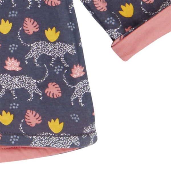 Das praktische Wendeshirt für die Kleinen, kann beidseitig angezogen werden.