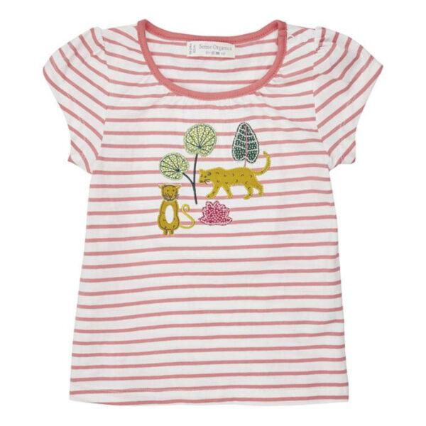 Flügelärmel und Raffungen lassen das T-Shirt niedlich und verspielt wirken.