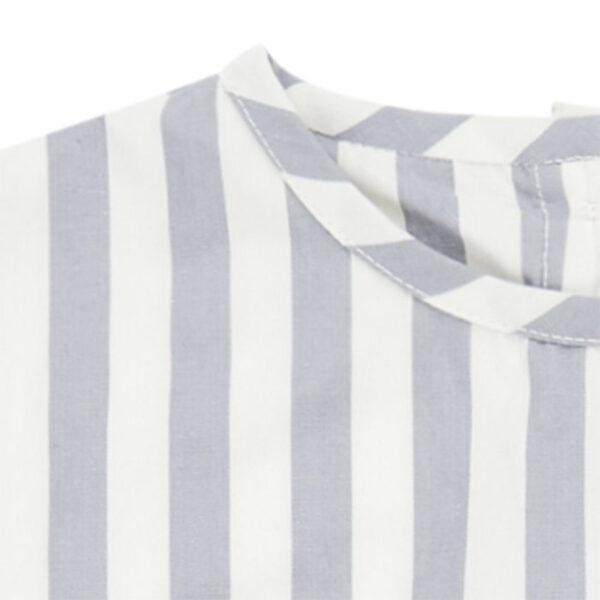 Weitgeschnittenes Streifenshirt mit Brusttasche aus weicher Bio-Baumwolle.
