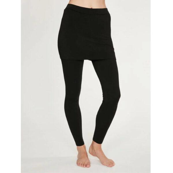 Die praktische Leggins mit angenähtem Rock aus Bambus-Baumwoll-Mix, kannst du prima zu deiner Yoga-Auszeit oder einfach lässig mit Shirt tragen.